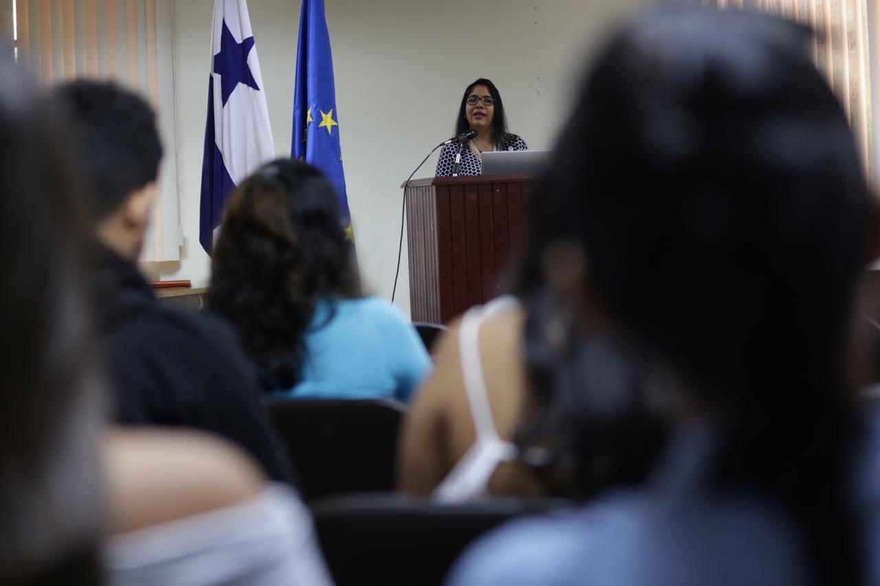 Analizan rol de los medios para reducir violencia contra la mujer