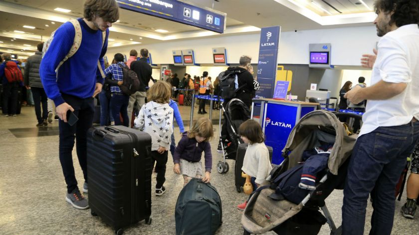 Paro de aerolíneas argentinas afecta a 40 mil pasajeros