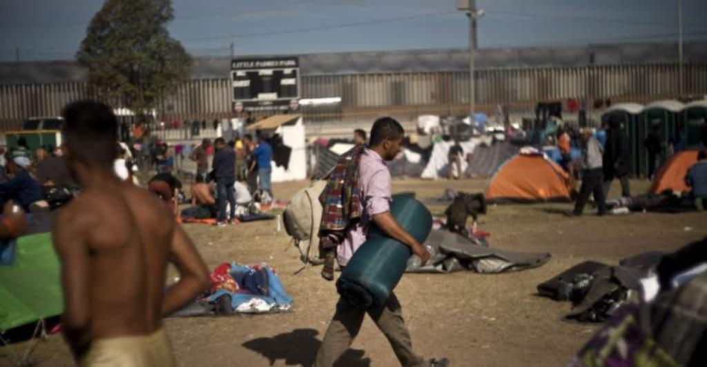 Colarse a EE.UU. o quedarse en México: la disyuntiva de la caravana migrante