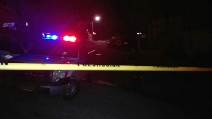 Taxista hiere con arma de fuego a cuatro sujetos que intentaron robarle
