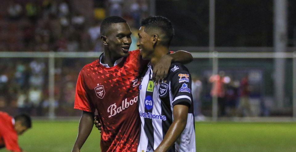 Tauro clasifica a la final del fútbol panameño tras empatar 1-1 con Árabe