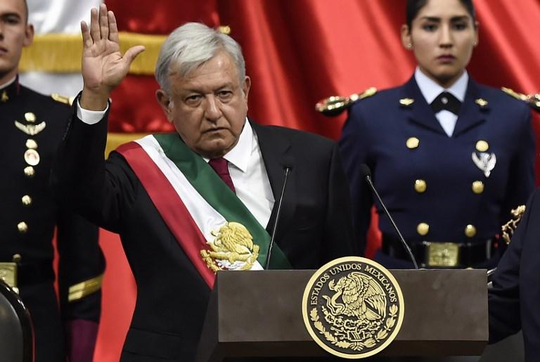 Izquierdista López Obrador jura como presidente de México