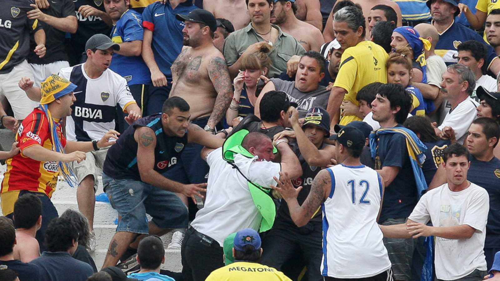 Hinchas del Boca Juniors asesinan a fanático del River Plate por festejar victoria