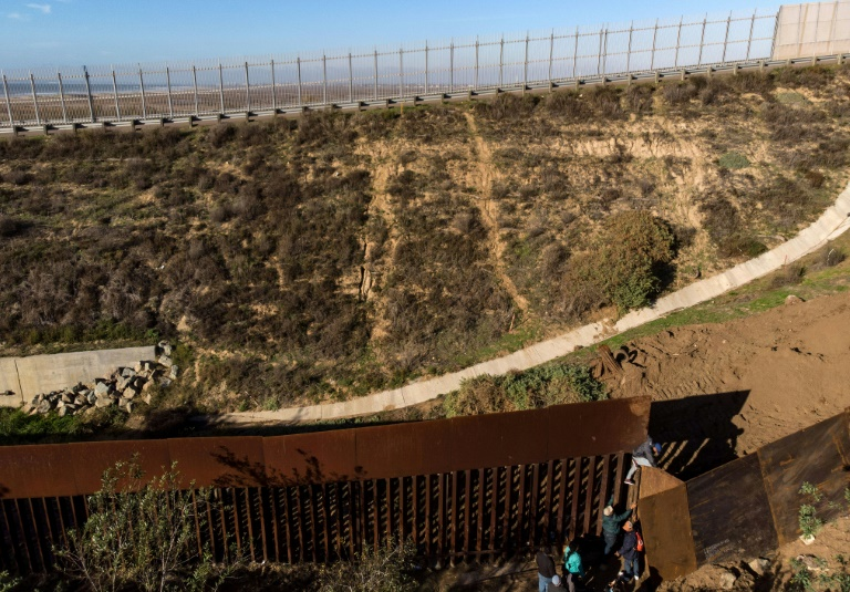 Pentágono libera $3.800 millones más para muro de EE.UU. con México
