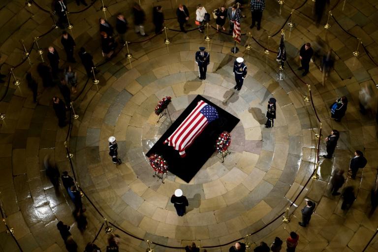 EE.UU. despide al expresidente George H.W. Bush en el Capitolio