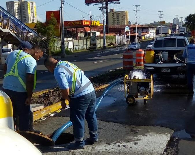 Reparación de tubería deja sin agua varios sectores en Panamá Este