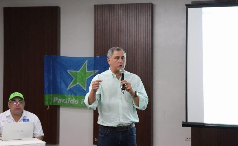 PP autoriza a Arango formalizar alianza con el Panameñismo