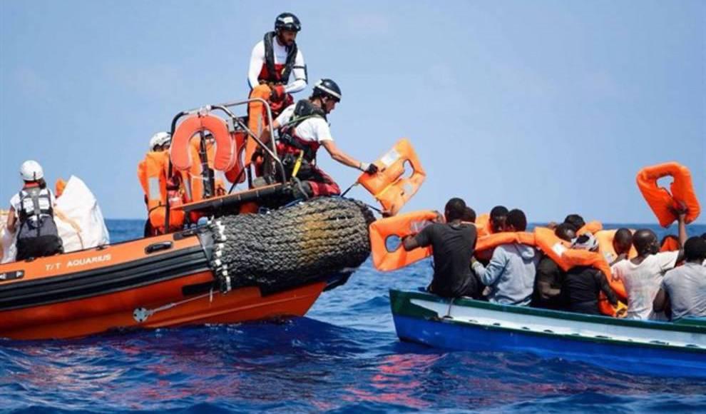 ONG rescata 33 migrantes en el Mediterráneo y buscan un puerto para Navidad