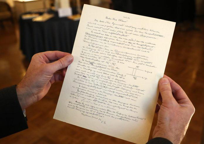 Una carta de Einstein que cuestiona la existencia de Dios vendida en $2,89 millones