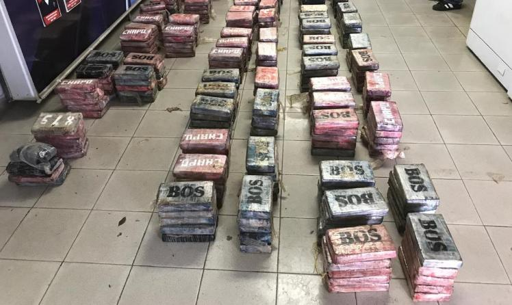 Decomisan 868 paquetes de presunta sustancias ilícitas en Colón