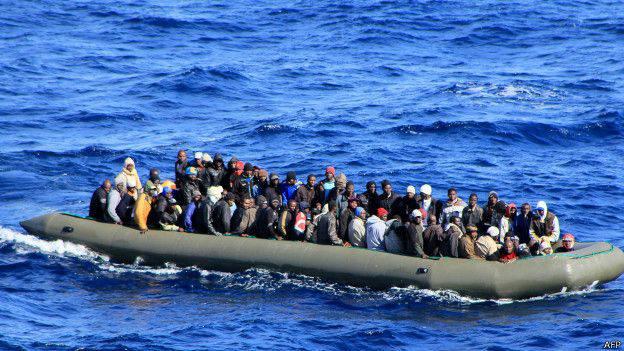 Reino Unido quiere devolver a Francia embarcaciones con migrantes irregulares