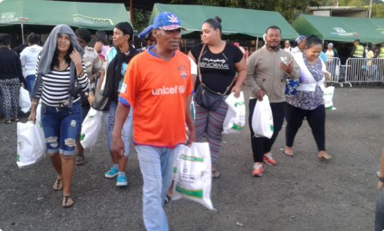 Panameños vuelven a madrugar para comprar un jamón de $8.00 en las NaviFerias