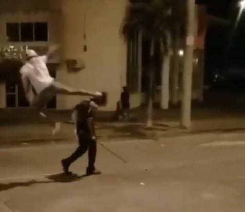 Joven que pateó a un anciano en Curundú se entregó a la Policía
