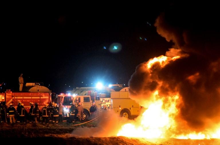 Estallido de ducto por robo de combustible deja 66 muertos en México
