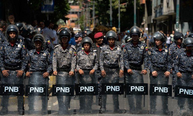 """Venezuela anuncia captura de militares retirados que planeaban """"asesinatos selectivos"""""""
