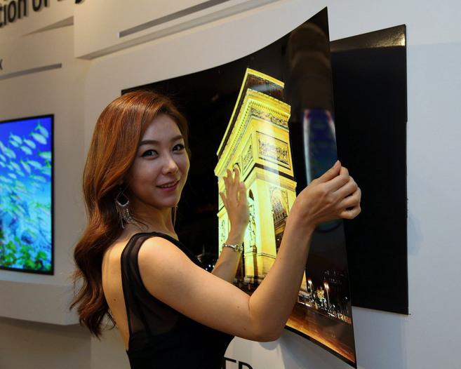 LG presenta su televisión enrollable, la nueva tendencia
