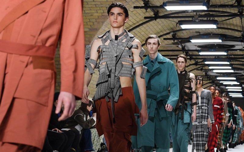 La Fashion Week de Londres propone una moda masculina joven y provocadora
