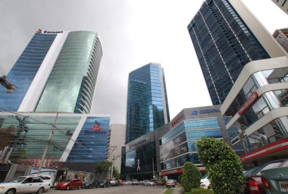 Empresarios, vigilantes ante el aumento de la deuda del país