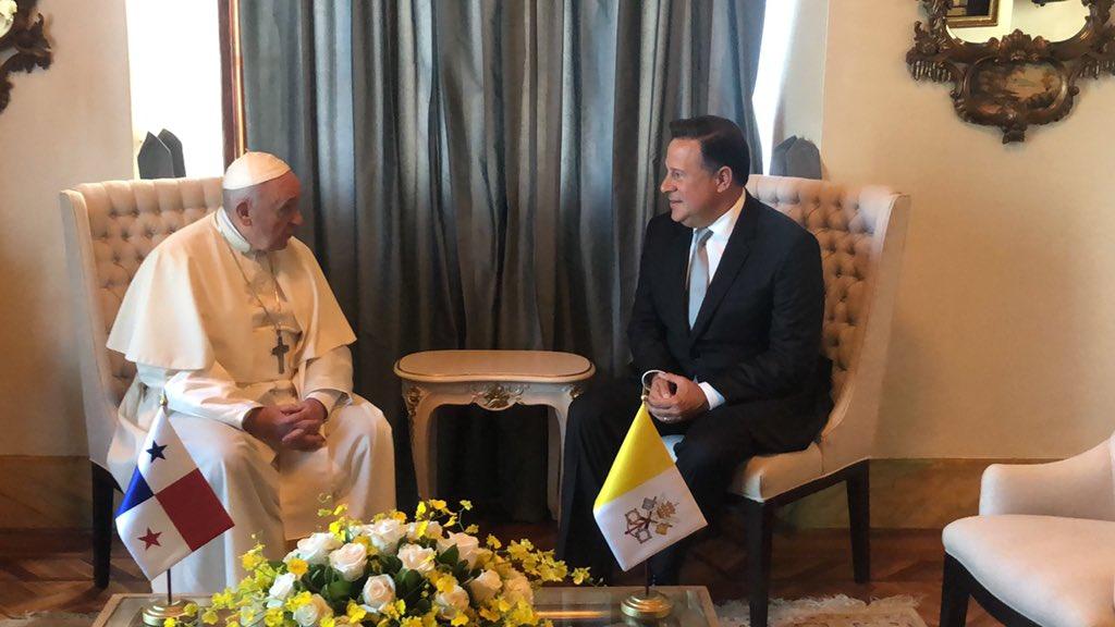 Papa Francisco visita el Palacio de Las Garzas y el Palacio Bolívar