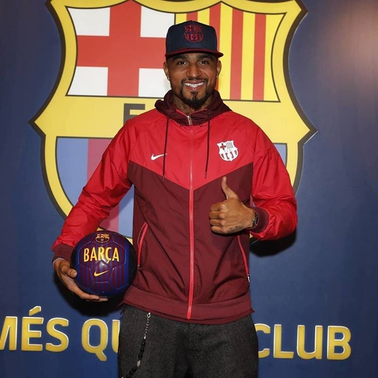 Kevin-Prince Boateng cedido al Barcelona hasta final de temporada