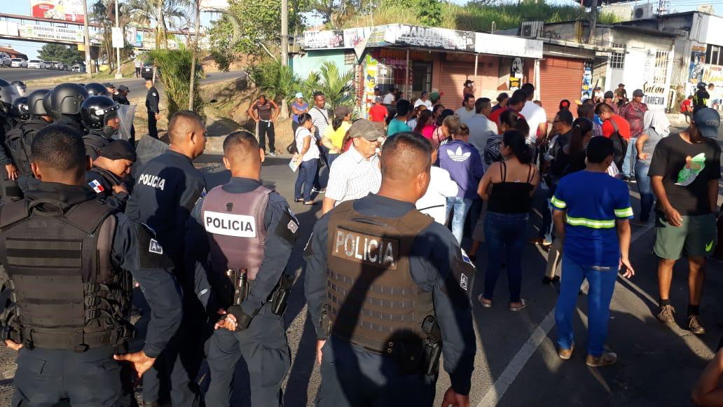 Continúan las protestas de moradores de Burunga en Arraiján por falta de agua