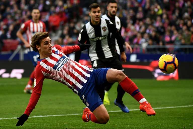 El Atlético gana 1-0 al Levante y mete presión al Barcelona