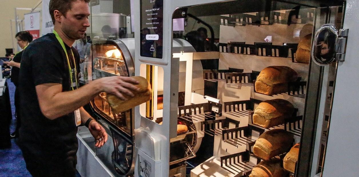 En la feria electrónica de Las Vegas los robots hacen de todo, hasta pan