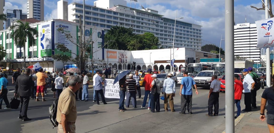 Jubilados inician la semana con nuevas protestas