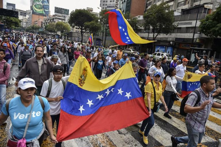 Regiones venezolanas quedan sin clases ni dinero efectivo por falta de gasolina