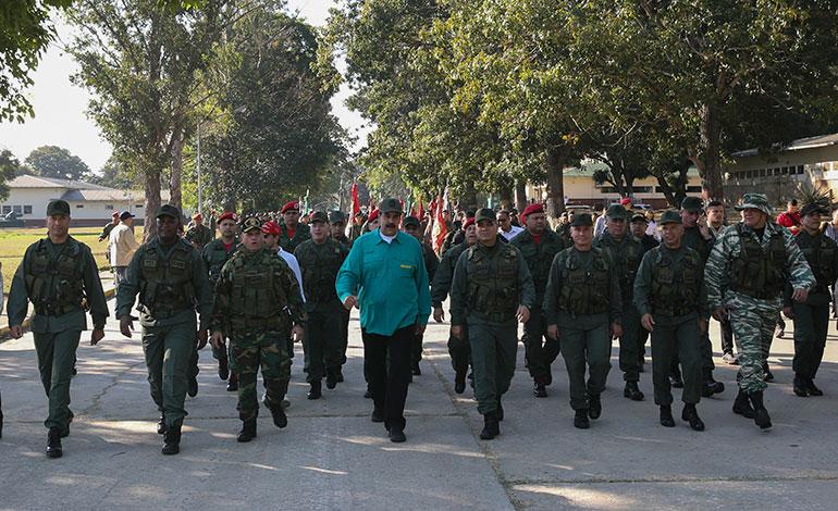 "EEUU insta a militares de Venezuela a aceptar un cambio ""pacífico"" de poder"