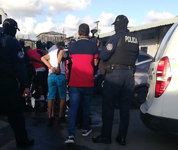 Detienen a 14 personas tras operativo antipandillas en Colón