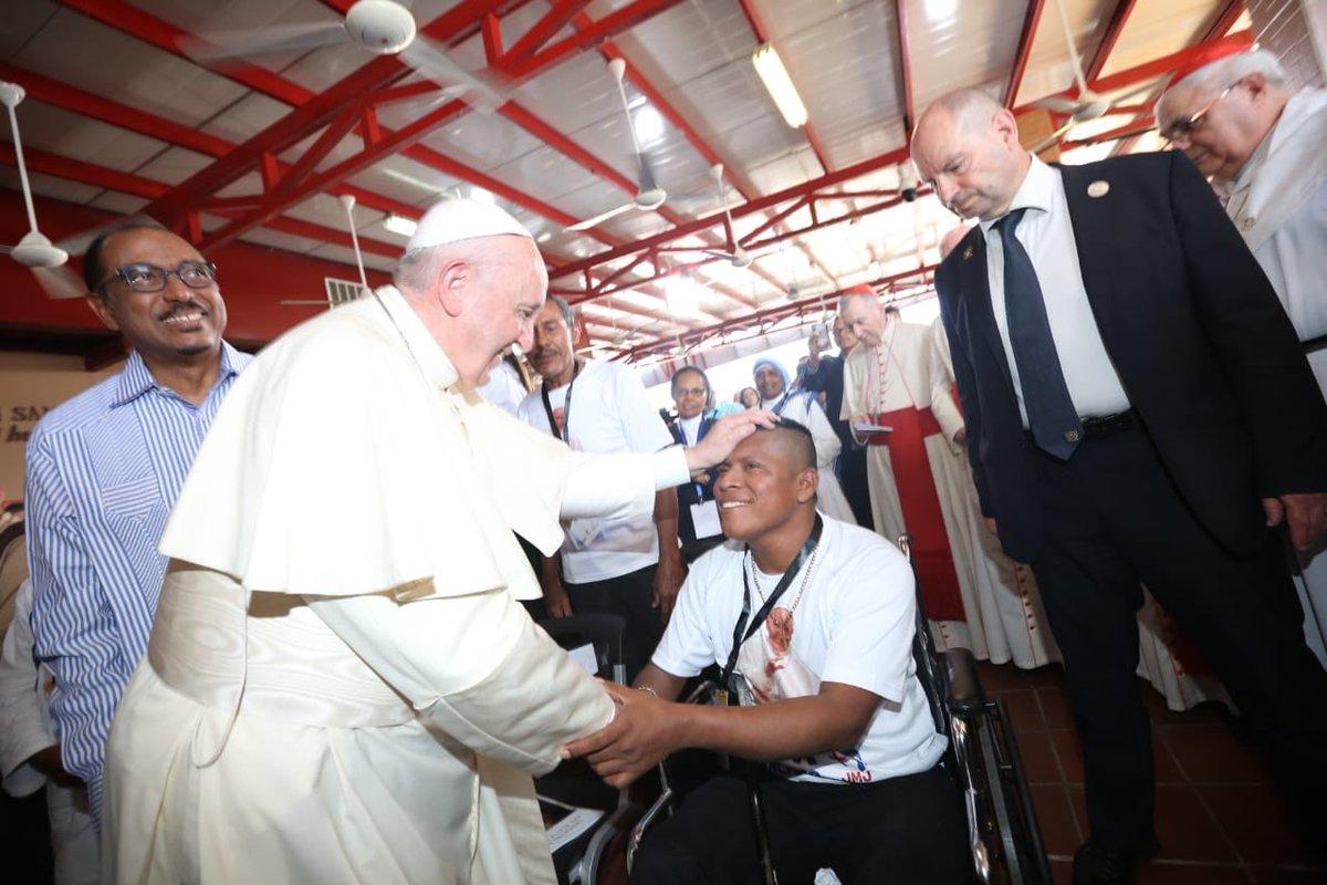 """Indiferencia """"también mata"""", dice el papa en visita a enfermos de Sida en Panamá"""