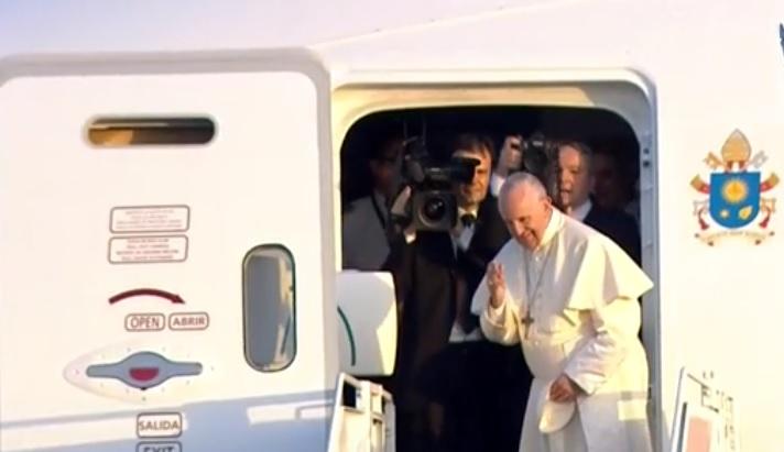 """""""Testimonien con gestos sencillos y cotidianos"""", dice el Papa al salir de Panamá"""
