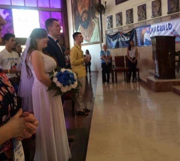Peregrinos polacos se dan el sí en una iglesia de Monagrillo