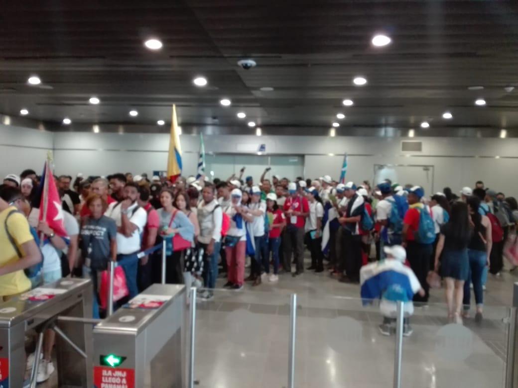Peregrinos abarrotan estaciones de la Línea 1 del Metro de Panamá