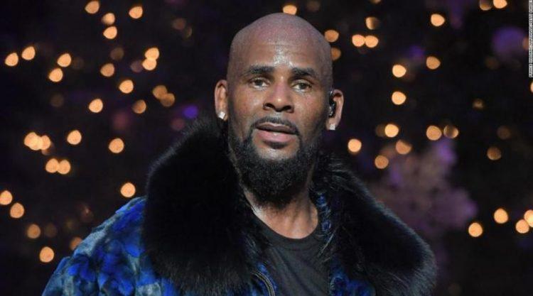 Músico R. Kelly es acusado de 11 nuevos cargos por delito sexual en EEUU