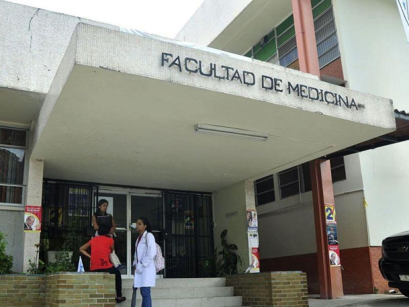 Carreras en la facultad de medicina de UP en riesgo por hacinamiento