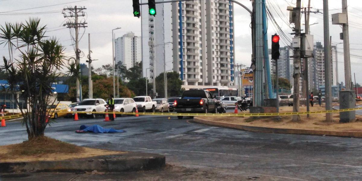 Mujer fallece atropellada debajo de un semáforo en El Ingenio