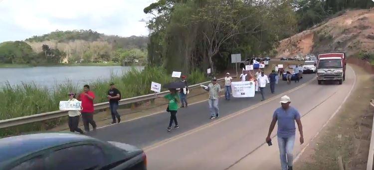 Residentes de áreas revertidas exigen al MOP cese del ensanche de la Vía Omar Torrijos