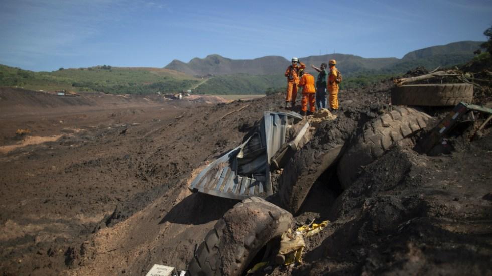 Sube a 121 el número de muertos por desastre minero en Brasil