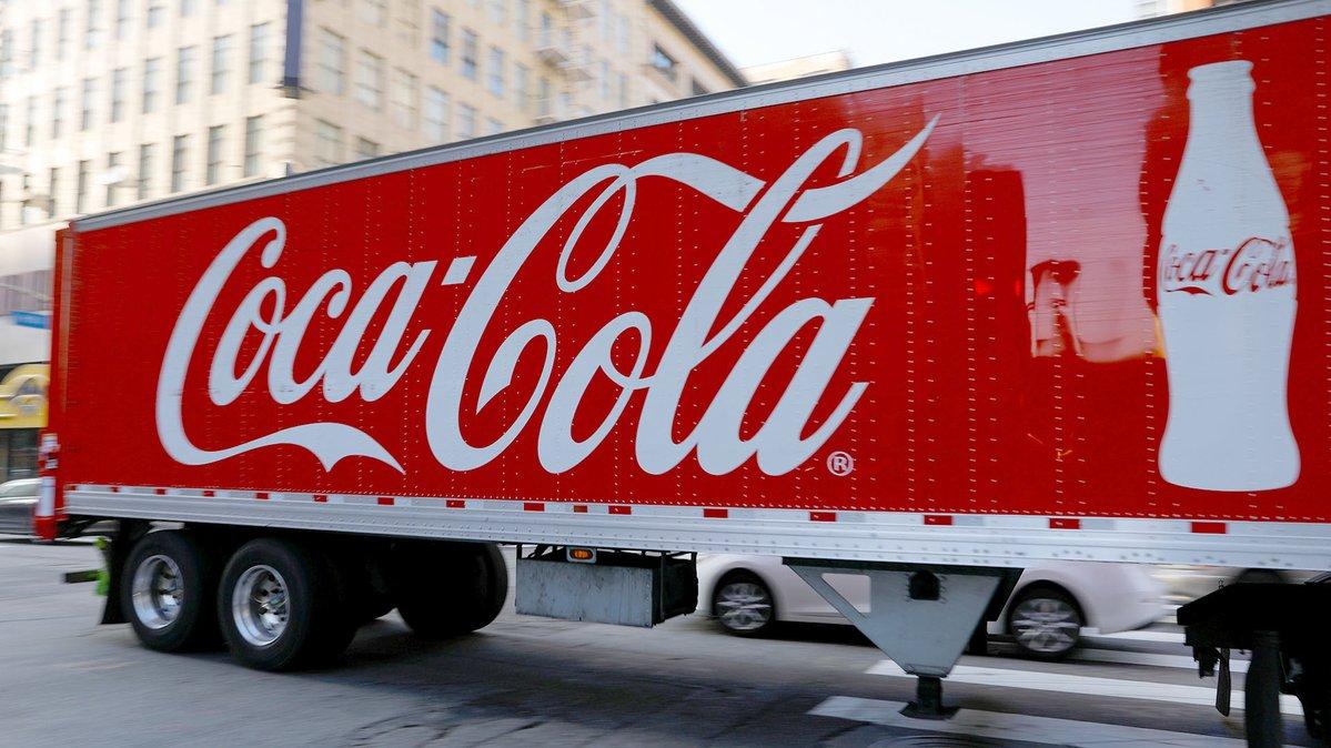 Embotelladora de Coca-Cola evalúa despidos en Argentina, según medios