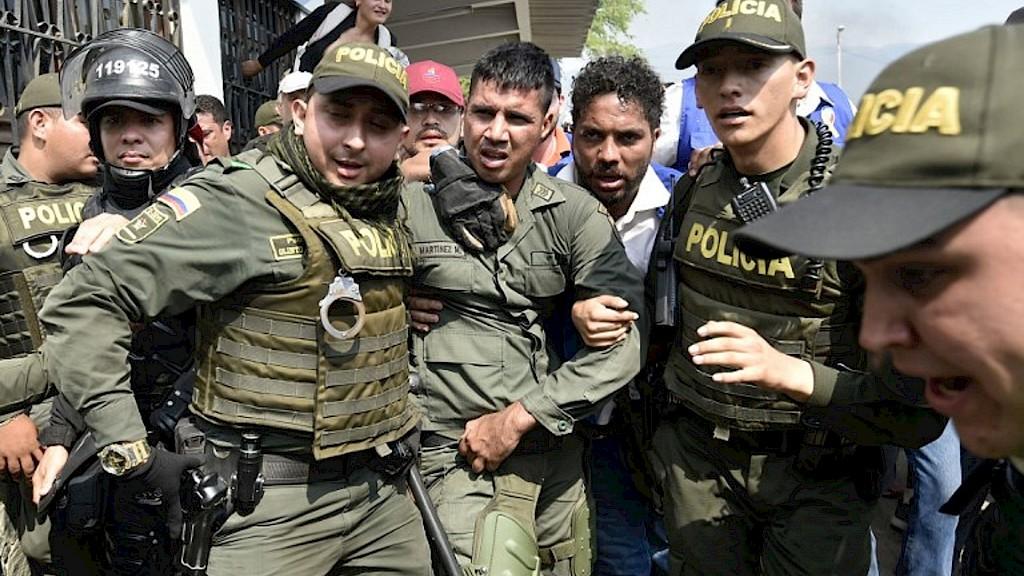 Un golpe en la puerta y desaparecen: las detenciones secretas de Venezuela silencian a los críticos