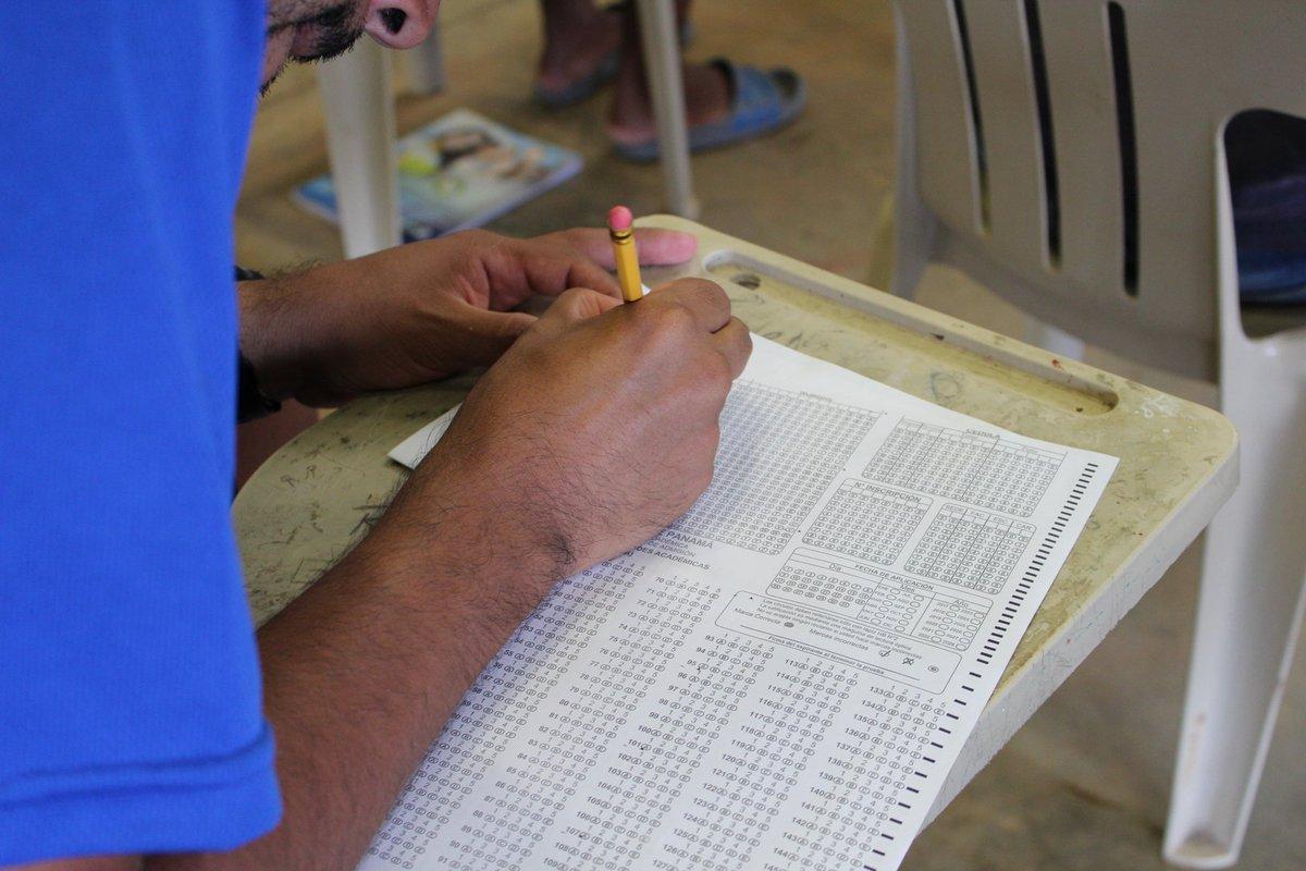 Privados de libertad realizan prueba de admisión para ingresar a la Universidad de Panamá