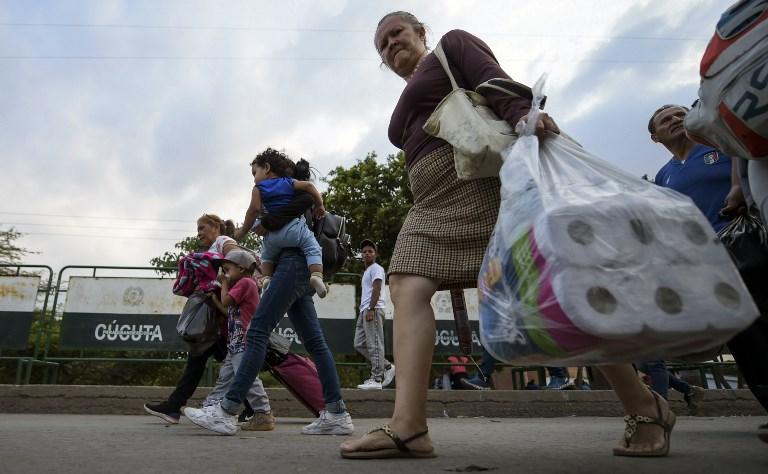 Venezolanos ansían ayuda humanitaria desde Colombia