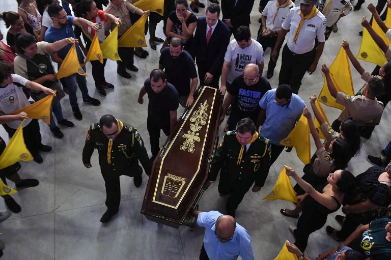 Multitudinario velorio colectivo despide a víctimas de matanza en colegio de Sao Paulo