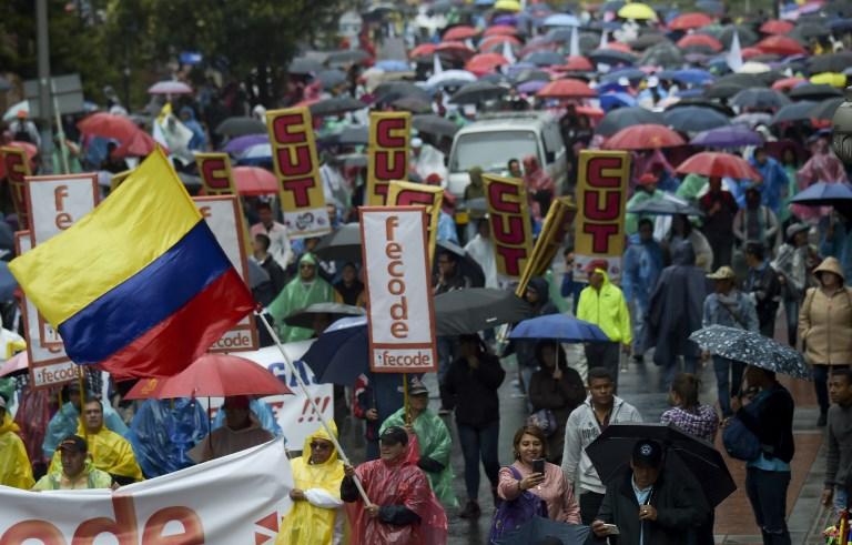 Profesores marchan por más recursos para educación pública en Colombia