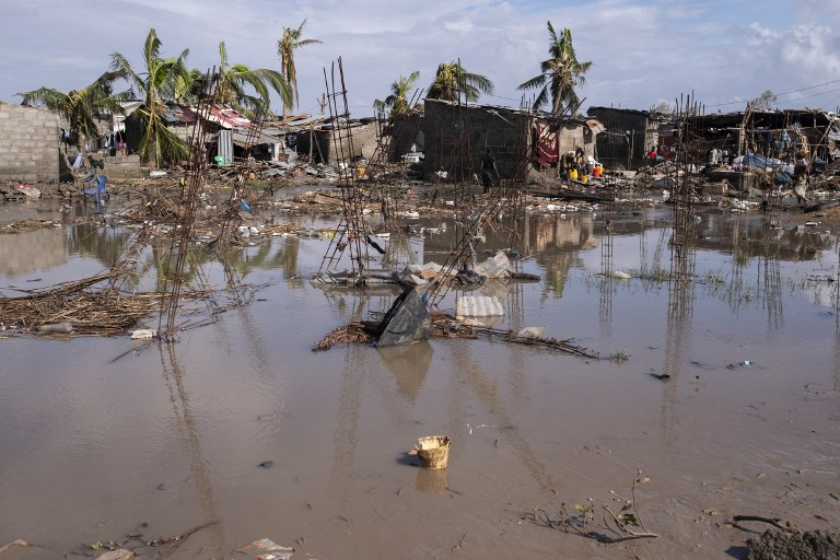 Sube a más de 400 muertos último balance por ciclón en Mozambique