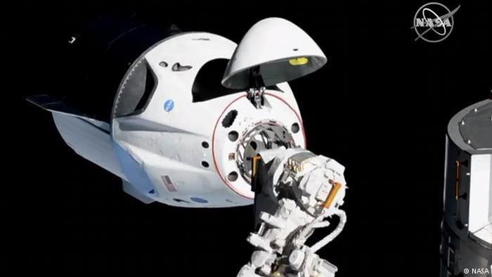 Dragon de SpaceX se acopla con éxito a la Estación Espacial Internacional