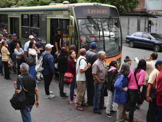 Venezuela reanudará actividades laborales tras masivo apagón