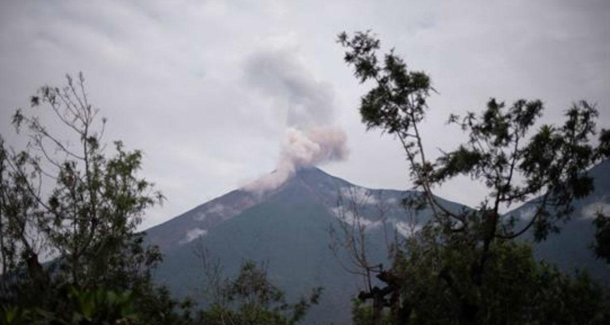 Guatemala vigila volcán de Fuego por incremento de actividad eruptiva
